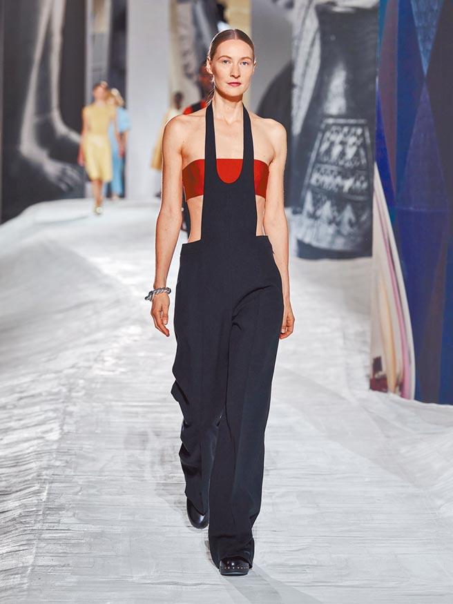 愛馬仕全新褲裝像圍裙般的造型,是本季重點。(愛馬仕提供)