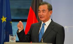 大陸外長王毅晤菲國外長 願推進「南海行為準則」磋商