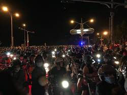 國慶焰火散場塞爆 「台南要不要蓋捷運?」網友戰翻