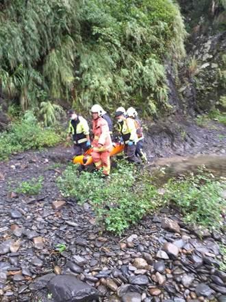 疑下坡路段失控 單車騎士慘摔50公尺深山谷
