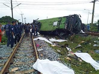 泰國巴士與火車相撞 至少17死29傷