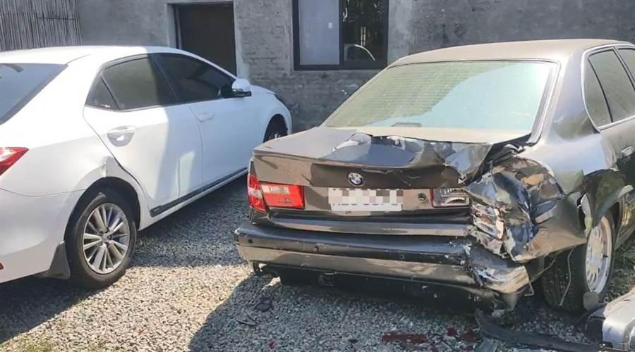 被撞的BMW車尾毀損嚴重。(民眾提供/巫靜婷苗栗傳真)