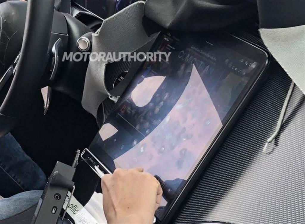 賓士 EQS 電動車內裝照曝光:配備與 S 系列類似的超大中控螢幕