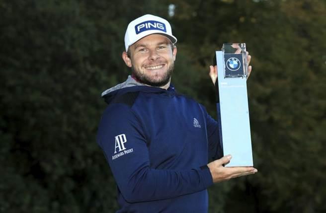 英格蘭高球好手哈頓奪得BMW錦標賽冠軍。(美聯社)