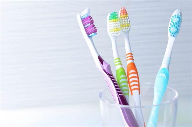 幫老婆網購牙刷!「實品」到貨老公傻眼:是要刷哪裡。(牙刷示意圖 達志影像)