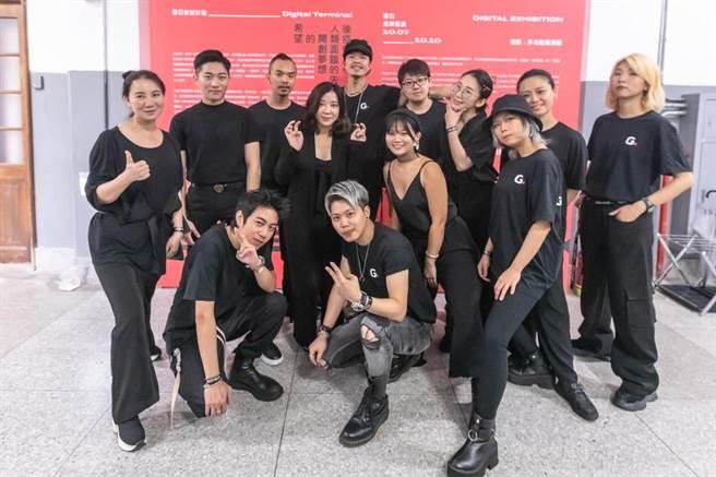 賴曼琳的彩妝團隊都是來自各國的新銳彩妝師。(圖片來源:Romana提供)