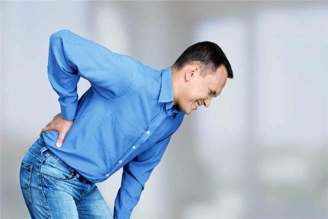 中老年男性出現這2症狀 沒想到竟是攝護腺癌轉移