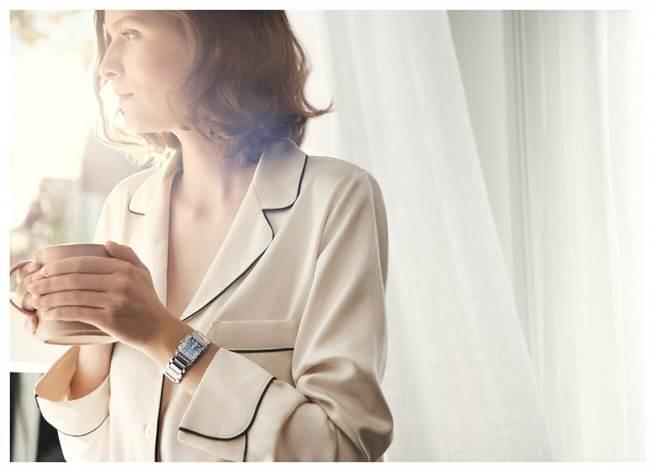 百达翡丽新款Twenty~4女表广告主题为「有仪式感的生活」,享受人生的每一刻。(Patek Philippe提供)