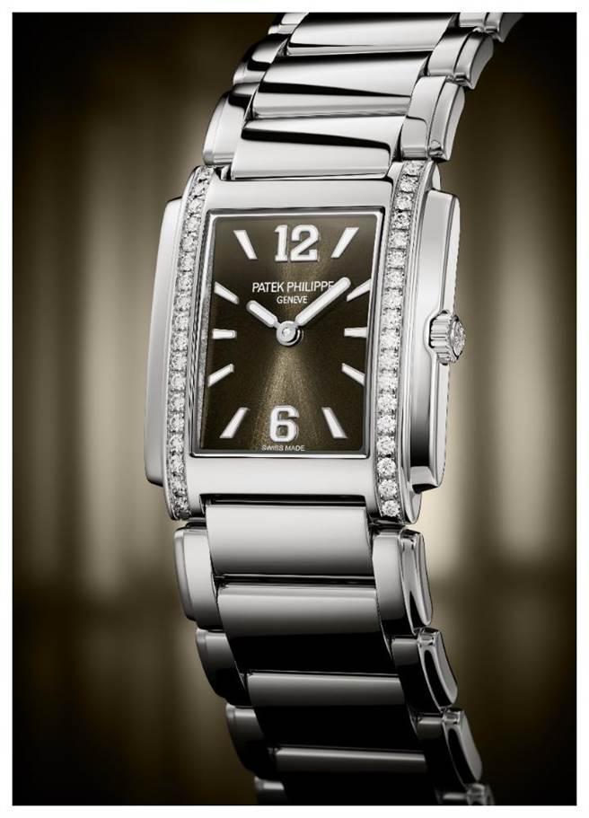 百达翡丽Twenty~4 4910/1200A-010灰色表盘腕表,以「Manchette」法式袖口为设计灵感,约42万8000元。(Patek Philippe提供)