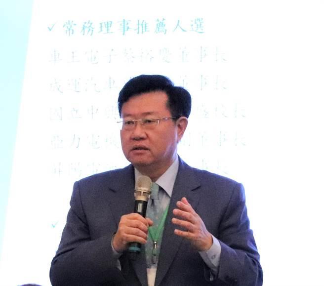 台灣智慧電動車及綠能科技協會第一屆理事長由車王電子董事長蔡裕慶擔任。(盧金足攝)