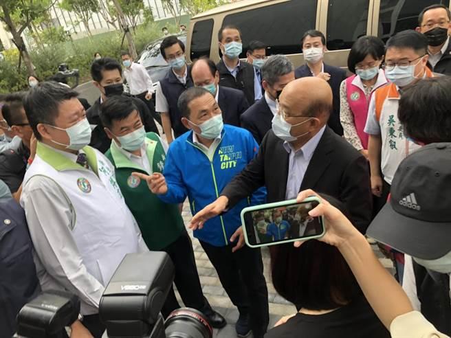 行政院長蘇貞昌下午視察國家電影中心及視聽文化中心,也對歐陽娜娜是否開罰做出回應。(李俊淇攝)