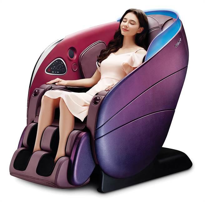 新光三越台北信義新天地OSIM uDream 5感養身椅,新品推出5天業績超越200萬元,周慶原價25萬8000元、特價19萬8000元,獨家限量加贈新光三越商品禮券3000元。(新光三越提供)