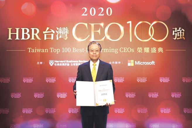 合庫金控暨合庫銀行董事長雷仲達,獲《哈佛商業評論》頒「台灣CEO 100強」殊榮。圖/合庫提供