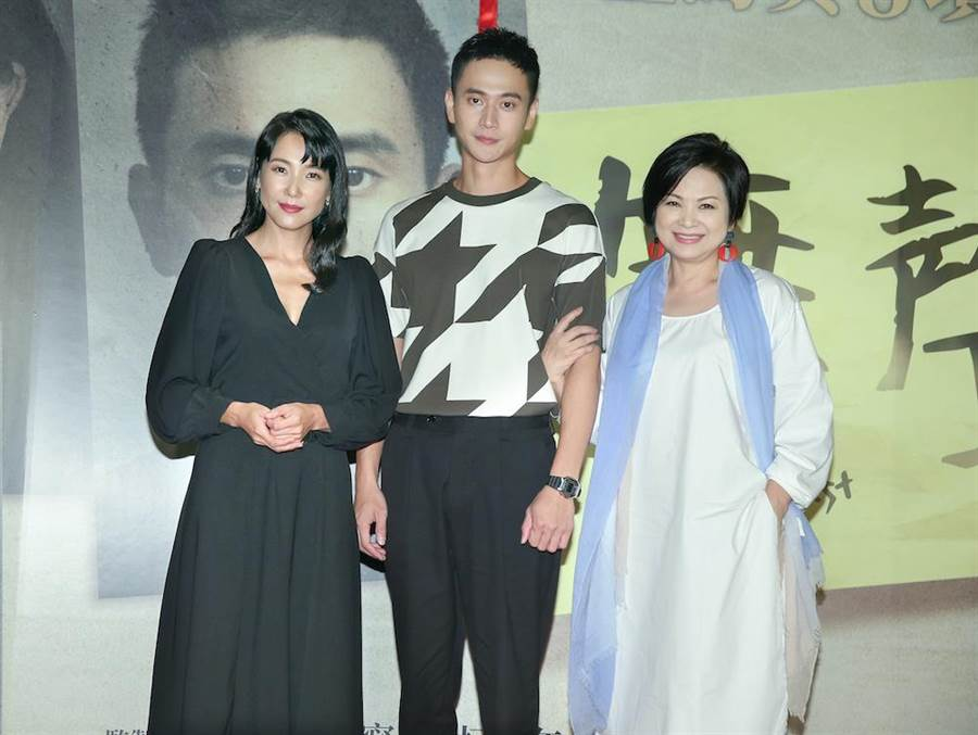 张本渝、刘冠廷、杨贵媚出席首映会。(粘耿豪摄)