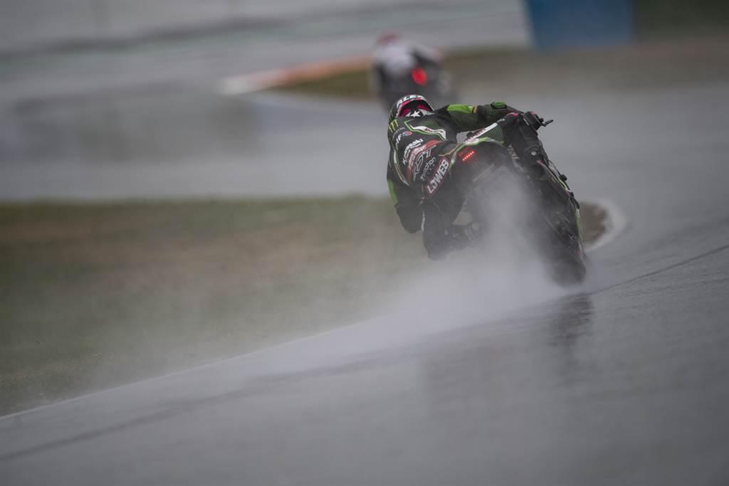 雨天大戰又如何? 倍耐力全新雨胎讓WSBK選手無懼雨戰!