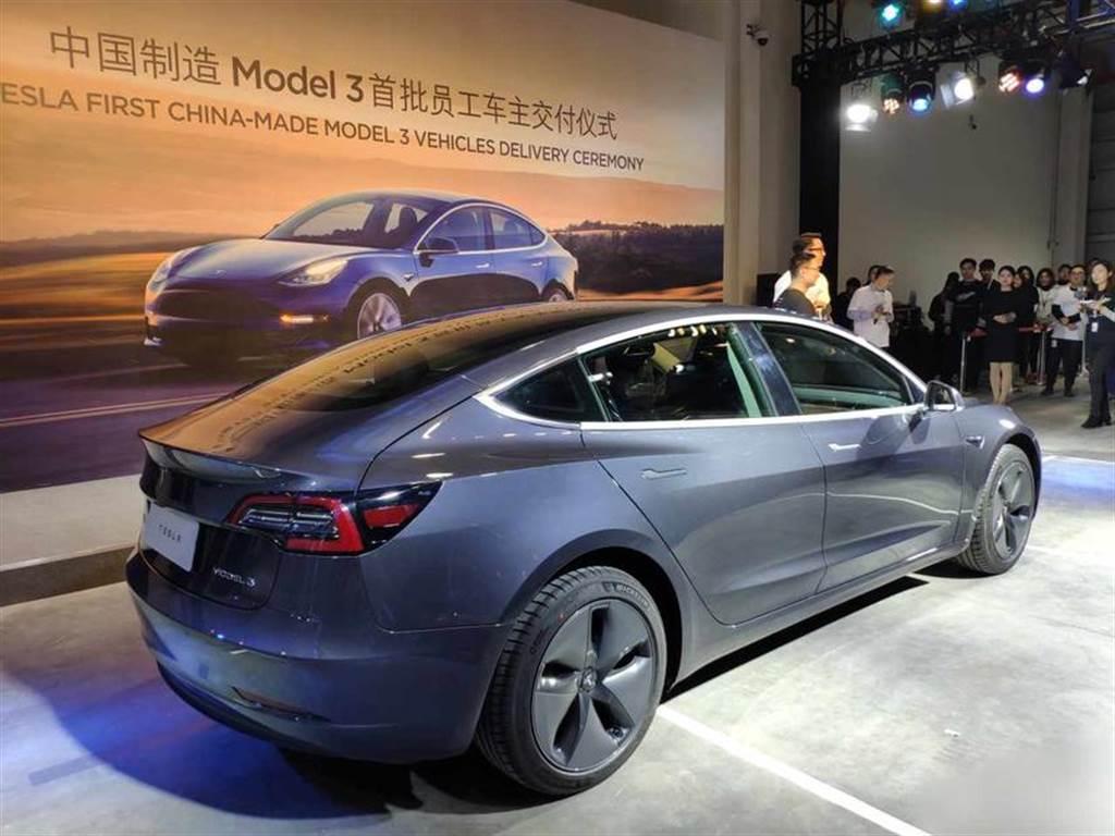 Model 3 中國九月狂賣 1.13 萬台!磷酸鐵鋰版低價接棒,十月銷量還會再更多