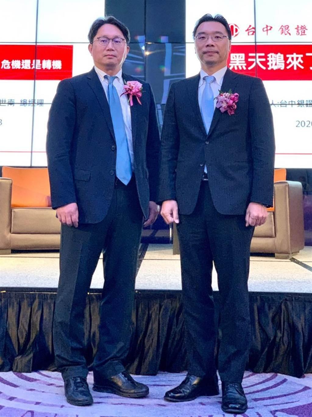 台中銀證券10/13於台中林酒店舉辦貴賓理財講座,台中銀證券總經理楊世南(右)及元大投信董事長劉宗聖合影。圖/台中銀證券提供
