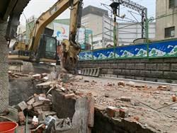 南鐵東區陳家開拆 鐵道局粗暴破後門 老母親驚嚇痛哭