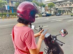 騎車滑手機罰1千 放手機架是否違法?答案意外