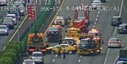 國1泰山段5車連環撞 3車道封閉嚴重回堵 2人送醫