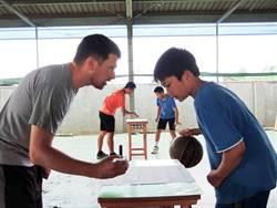 鹿草國中轉型雙語實驗學校 學生上體育課兼學英語
