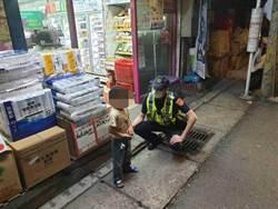 6歲男童迷失街邊 新店暖警買糖安撫護送返家