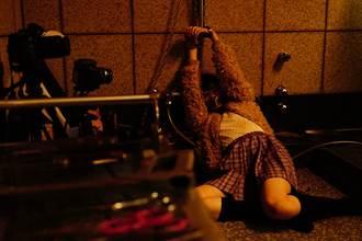 日本懸疑暴力片砍頭如剖西瓜 導演邊拍邊問工作人員是否太恐怖