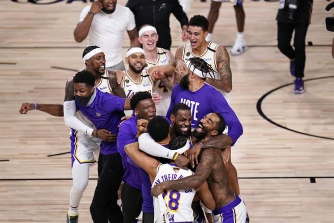湖人隊勇奪2020年NBA總冠軍,不過某人在2018年早已料到這個結果。(美聯社資料照)