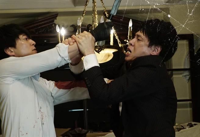 日本電影《看不見的目擊者》改編自韓國賣座警匪電影《盲證》。(華映提供)