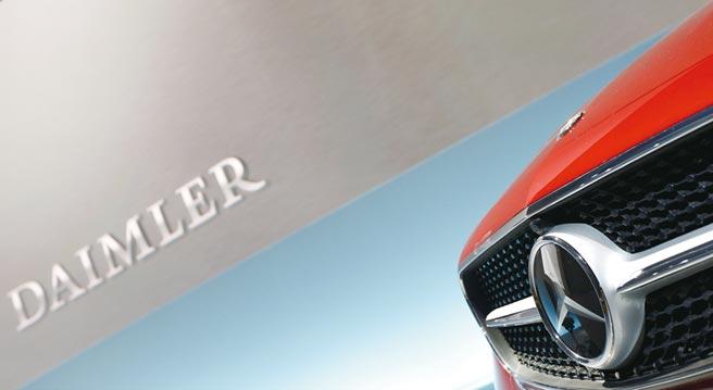 2024年起賓士的車內娛樂系統、行動寬頻連線功能、自駕軟體及電池管理系統都將由戴姆勒自家研發的車用作業系統MB.OS統一執行。圖/路透