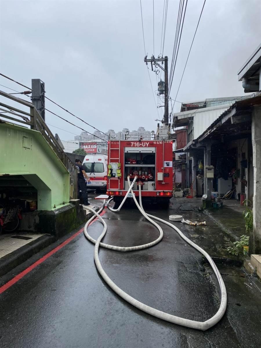 新北市汐止區光復街7巷某2層樓民宅今(13日)上午9時許傳出火警。(翻攝照片)