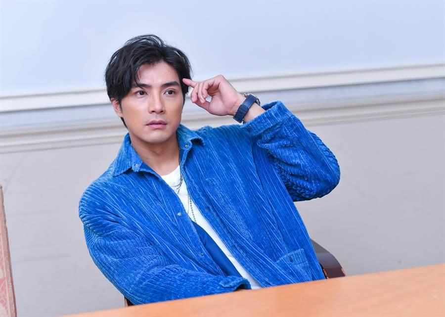 贺军翔接受专访,畅谈拍摄《天巡者》甘苦。(卢祎祺摄)