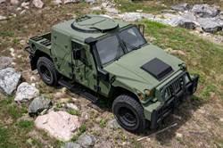 新版悍馬車防護升級  後座改用「數位窗戶」