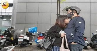 女主播情牽操盤手1/林鶴明溫馨接送羨煞人 「小桂綸鎂」愛的抱抱好紮實