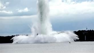 影》5400公斤巨大二戰未爆彈 拆彈時突爆炸 驚人水柱衝天際