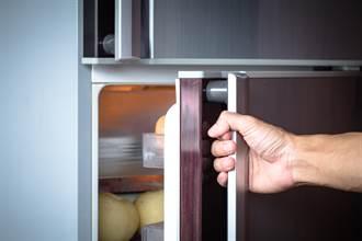 末日糧倉?他曝租屋處公用冰箱「恐怖面貌」 網:已經沒救了
