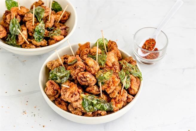 比鹹酥雞肥!營養師曝「宵夜熱量冠軍」,看似清爽的涼麵,熱量超驚人。(圖/Shutterstock)