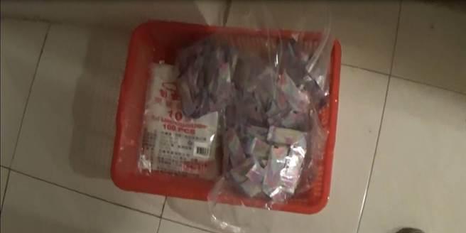 新化警分局掃毒,查獲毒品咖啡包分裝場及大批毒品、爆裂物。(台南市新化警分局提供/劉秀芬台南傳真)