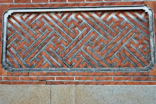 許丕簡古厝的正面磚砌,表現精湛的傳統工法之二。(李金生攝)