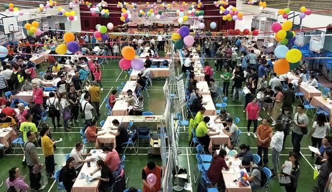 勞動部勞動力發展署雲嘉南分署持續舉辦大型徵才活動促進就業。(勞動部勞動力發展署雲嘉南分署提供)