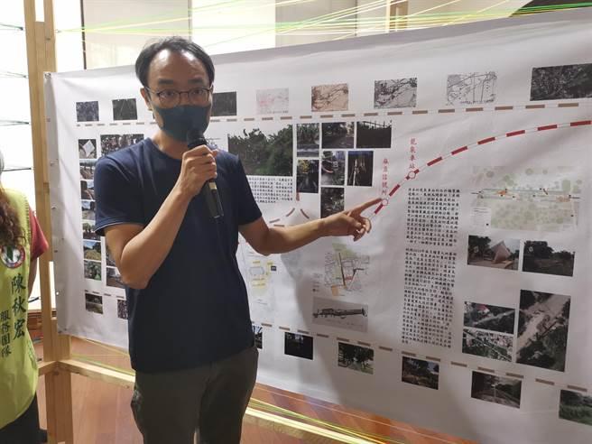 「厚、薄、冷、暖:青绿轴带的身体地理学」策展者苏孟宗说明展览内容。(刘秀芬摄)
