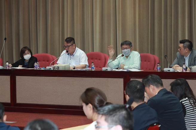 台北市長柯文哲今赴台北市議會,向國民黨團進行重大政策法案報告。(張薷攝)