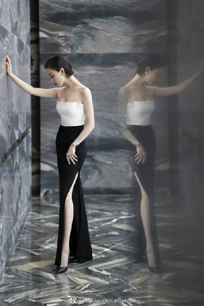 倪妮穿上一套惹火包臀裙出席公開活動,凹凸有致的曲線令人看了全被迷暈。(圖/摘自微博@积家JaegerLeCoultre )