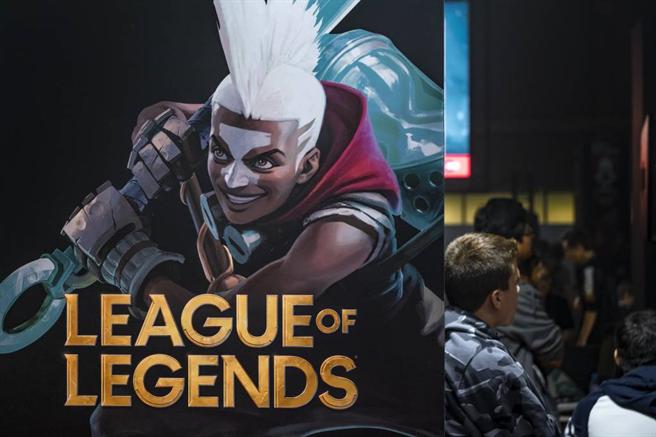 《英雄聯盟》的商標出現於電玩節慶。(達志影像)