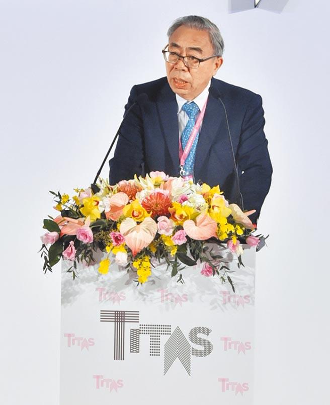 台北紡織展13日登場,紡拓會董事長、台塑集團總裁王文淵表示,目前的景氣並沒有好一點,希望在兼顧防疫的同時,政府能適度開放國際商業活動。圖/顏謙隆