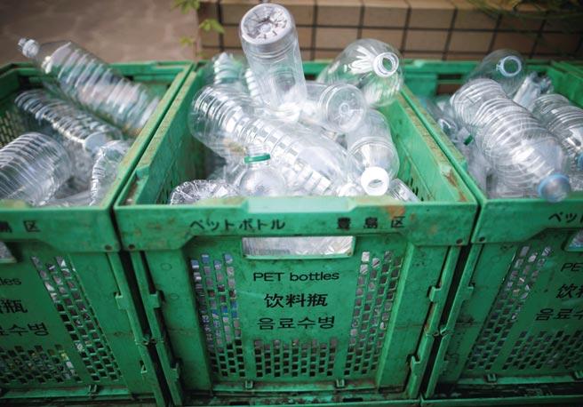 全球每年約有3億噸以上的塑膠製品,可分解塑膠的相關商機相當龐大。圖/路透