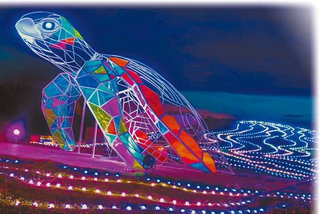2020澎湖國際海灣燈光節主題燈區榮獲國際設計大獎金獎,「龜來運轉」展現澎湖新意象。(陳可文攝)