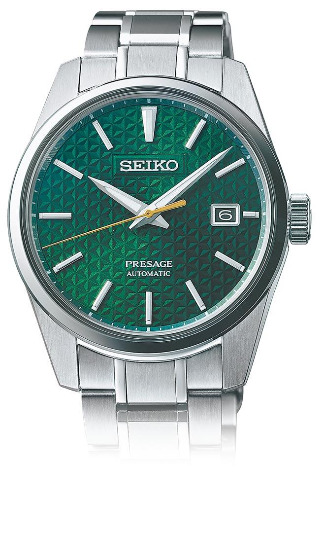 SEIKO的Presage系列Sharp Edged腕表,深绿「常盘」表盘上刻有日本传统麻叶图腾,3万2000元。(SEIKO提供)