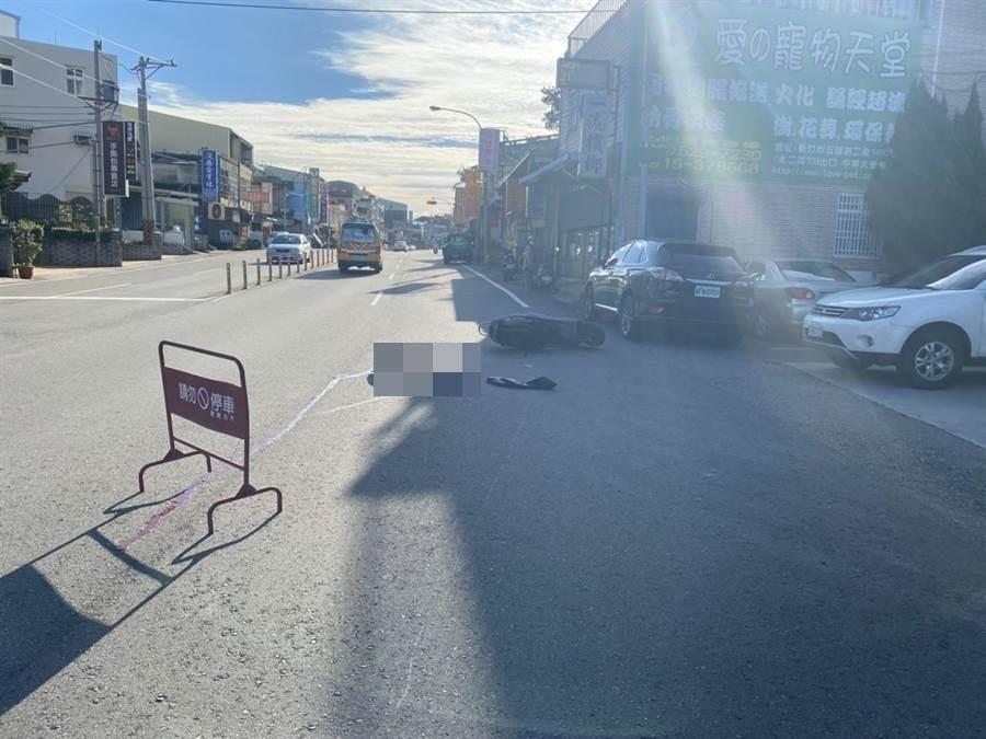 頭份市中正二路14日上午發生死亡車禍。(讀者提供/謝明俊苗栗傳真)