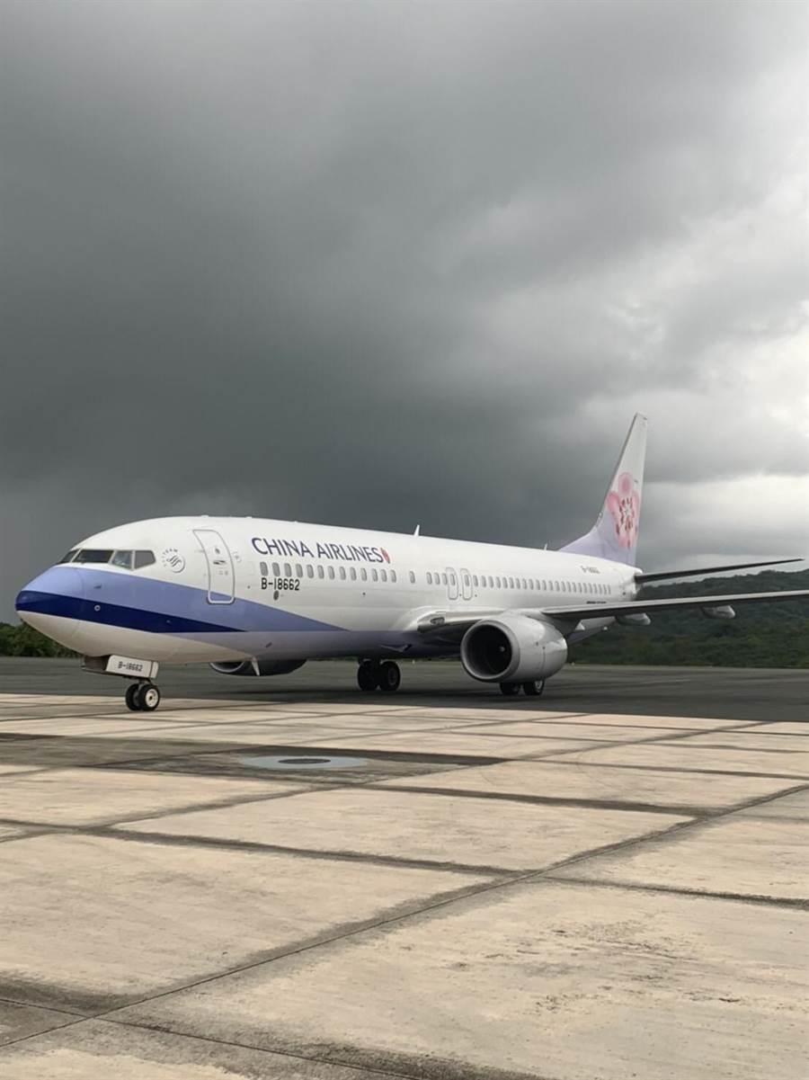 台帛航班斷航,目前醫療班機多透過包機形式來台,航班時間不穩定,飛行成本相當高。(新光醫院提供)